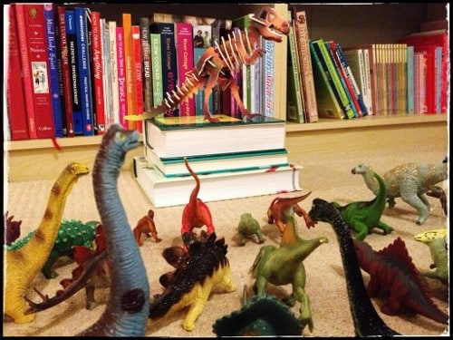 Eats Amazing -#dinovember day 12 - A bit of dinosaur worship going on!