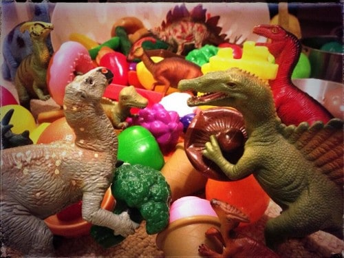 Eats Amazing -#dinovember day 13 - the dinosaurs raid the play food