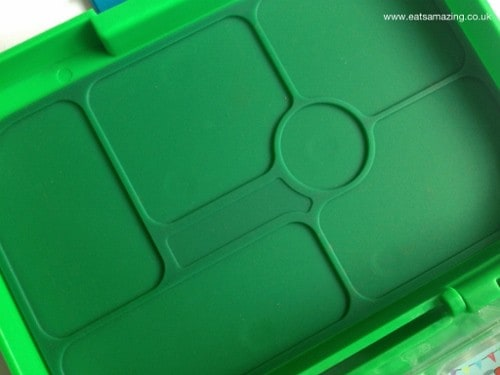 Eats Amazing - yumbox review - silicone seal inside the lid