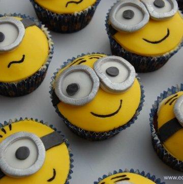 Despicable Me Minion Cupcakes & #FunFoodFriday