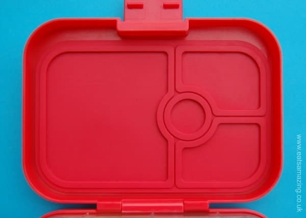 Eats Amazing UK - Yumbox Panino Review - Leakproof Silicone Seal on the Lid