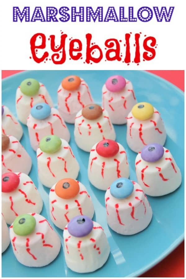 Easy marshmallow eyeballs recipe - this fun Halloween food for kids is perfect for creepy Halloween party food #EatsAmazing #Halloween #funfood #partyfood #halloweenparty #halloweenpartyideas #foodart #kidsfood #edibleart #marshmallow