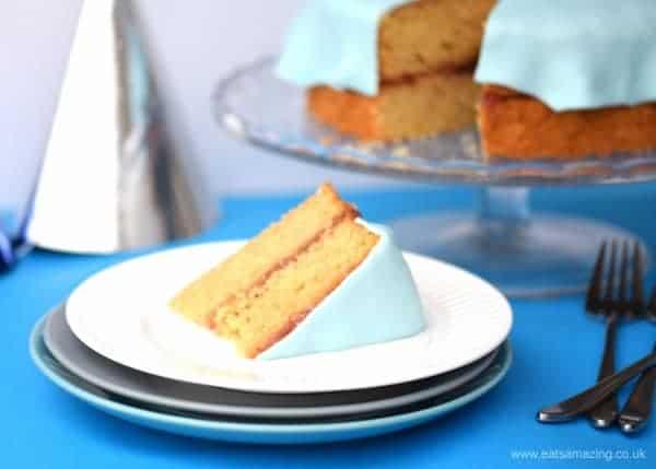 Idée et recette de gâteau d'anniversaire pour enfants la plus facile - faites ce gâteau de bateau rapide et facile en moins d'une heure - de Eats Amazing UK