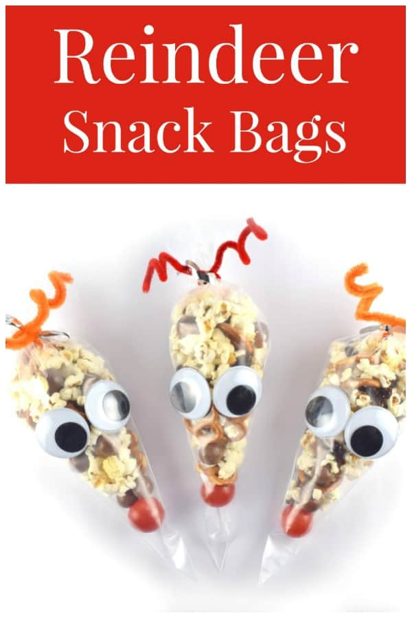 Easy reindeer snack bags recipe and video tutorial - a fun Christmas party food idea for kids! #EatsAmazing #Christmas #ChristmasFood #funfood #kidsfood #snack #cutefood #foodart #reindeer #giftideas #diygift #christmasgifts