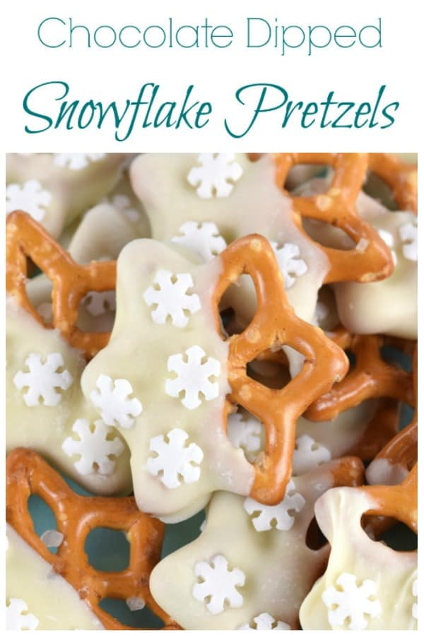 This easy snowflake chocolate dipped pretzels recipe makes a great for edible gift idea teacher gift or christmas party food nibbles #EatsAmazing #Christmas #Christmasfood #christmasgifts #kidsfood #cookingwithkids #funfood #snowflake #whitechocolate #pretzel #winter #winterfood #foodart #partyfood #christmasparty