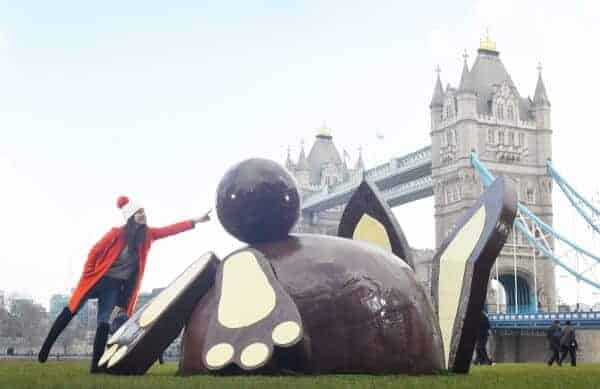GIANT DR. OETKER CHOCOLATE BUNNY APPEARS IN LONDON