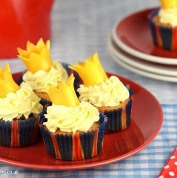 Easy crown cupcakes - perfect for street parties or a princess birthday party