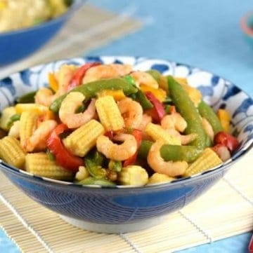 Quick and easy sweet chilli prawn stir fry - a great midweek healthy family meal idea that kids will love - Eats Amazing UK