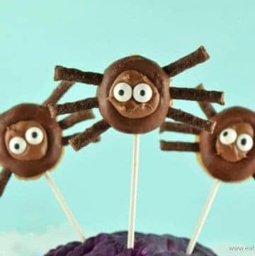 Easy Mini Chocolate Donut Spider Pops - fun treat idea for Halloween - perfect for Halloween party food - Eats Amazing UK