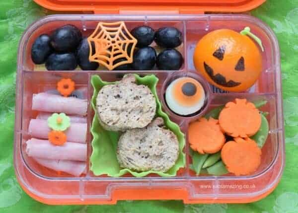 Fun pumpkin themed bento lunch for Halloween - fun and healthy kids lunch idea from Eats Amazing UK