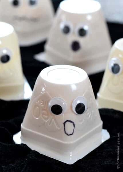 Really easy fun Halloween Food Idea - Yogurt Ghosts - perfect for Halloween party food snacks and lunch boxes - Eats Amazing UK