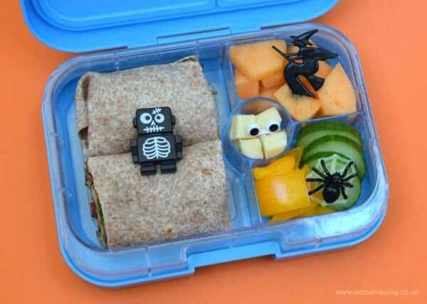 Simple Halloween themed bento lunch for kids - fun and healthy kids lunch idea from Eats Amazing UK