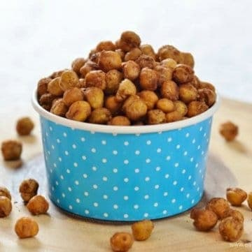 Easy maple syrup and spice roasted chickpeas recipe from Eats Amazing UK