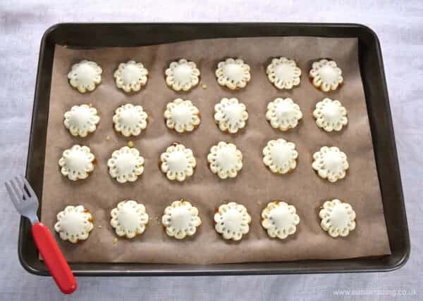 Bite sized mini mince pie puffs - easy cheats recipe for puff pastry mince pies - fun for Christmas party food and snacks - Eats Amazing UK - Step 3