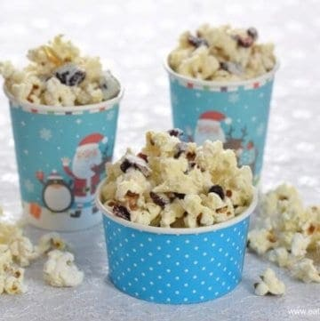 How to make Cranberry White Chocolate Popcorn - Easy treat recipe that is perfect for a Christmas family movie night - Eats Amazing UK