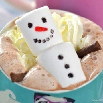 North Pole Breakfast Idea - Snowman Hot Chocolate from Eats Amazing UK