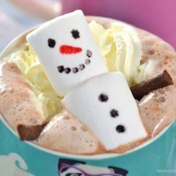 North Pole Breakfast Idea - Snowman Hot Chocolate from Eats Amazing UK