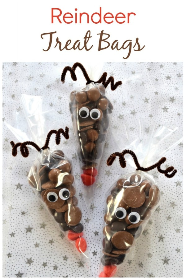 Reindeer Treat Bags - a quick and easy fun homemade gift idea kids can make themselves - perfect for teachers, family and friends this Christmas #EatsAmazing #Christmas #ChristmasFood #christmasgiftideas #funfood #foodart #reindeer #kidsfood #chocolate #kidscrafts #christmasparty #partyfood