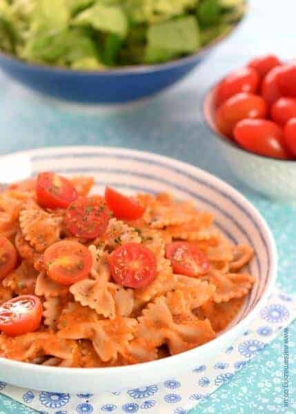 Easy pasta sauce recipe stuffed with hidden veggies - such a great base for so many different meals including pizza and pasta - family friendly recipe from Eats Amazing UK