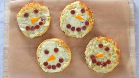 Quick and easy cheesy snowman themed garlic breads recipe - fun food for kids from Eats Amazing UK