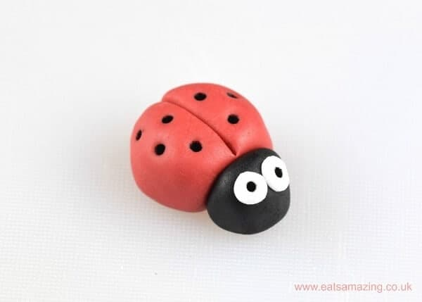 Cute and Easy Ladybug fondant icing cupcake topper tutorial - Eats Amazing UK
