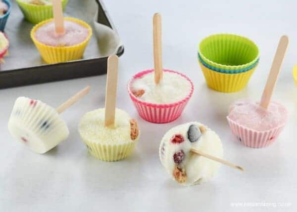 Quick and easy breakfast popsicles recipe made in muffin cups - kids will love this fun healthy summer snack from Eats Amazing UK
