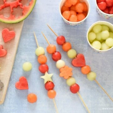 Super Easy Melon Kebabs recipe - healthy starter or party food idea for summer - kids will love this yummy treat - Eats Amazing UK