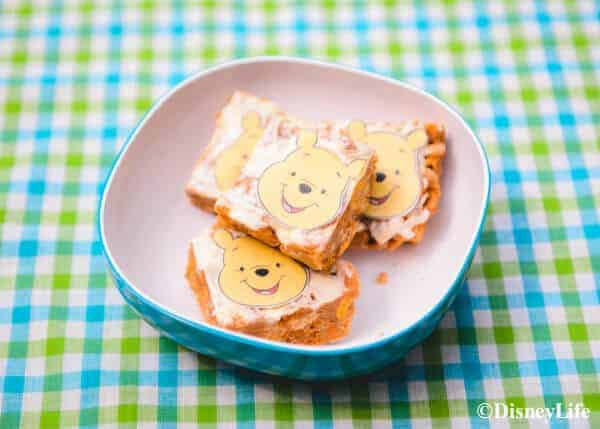 How to make a fun Winnie the Pooh themed picnic with DisneyLife - Poohs Honey Nut Crunch Bars