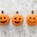 Cute and easy Jack-O'-Lantern Macarons fun food tutorial from Eats Amazing UK - fun spooky food for Halloween