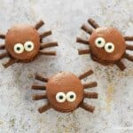 Cute and easy Macaron Spiders fun food tutorial from Eats Amazing UK - fun spooky food for Halloween