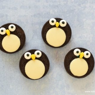 Quick and easy oreo penguins - a fun snack treat or dessert topper for winter puddings - fun food for kids from Eats Amazing UK