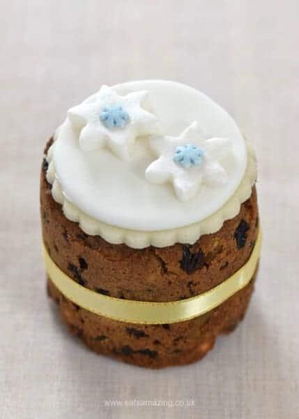 Six super easy Christmas cake designs on mini Christmas cakes - snowflake cake from Eats Amazing UK