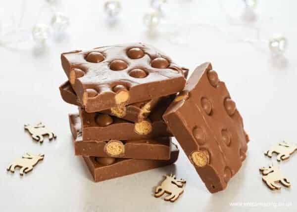 Super easy 5 minute 3 ingredient chocolate maltesers fudge recipe - plus 3 other flavour ideas - perfect for homemade Christmas Gifts - Eats Amazing UK