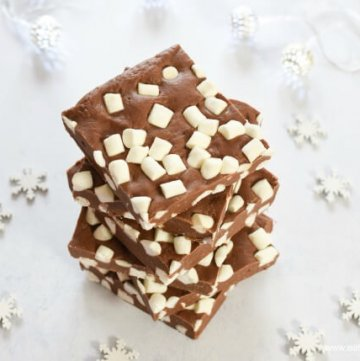 Super easy 5 minute 3 ingredient chocolate marshmallow fudge recipe - plus 3 other flavour ideas - perfect for homemade Christmas Gifts - Eats Amazing UK