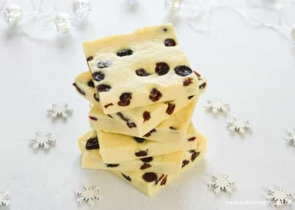 Super easy 5 minute 3 ingredient white chocolate cranberry fudge recipe - plus 3 other flavour ideas - perfect for homemade Christmas Gifts - Eats Amazing UK