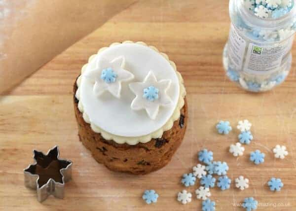 Tin Can Christmas Cakes - how to decorate mini Christmas cakes - 6 fun designs from Eats Amazing UK - Fondant Snowflakes