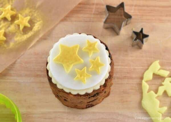 Tin Can Christmas Cakes - how to decorate mini Christmas cakes - 6 fun designs from Eats Amazing UK - Fondant Stars