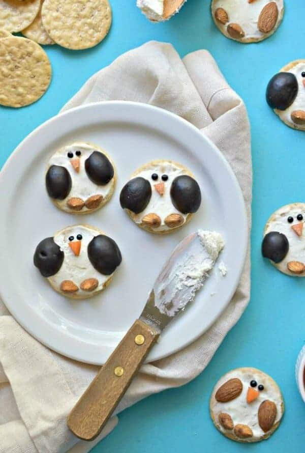 15 Fun and easy penguin themed foods for kids - Penguin Crackers from Fork and Beans
