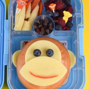 Fun and easy monkey bagel bento lunch for kids - cute school lunch ideas to make them smile!