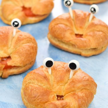 This easy filled cheese and tomato croissant crabs recipe makes super fun party food for kids this summer and they are great for lunch boxes too