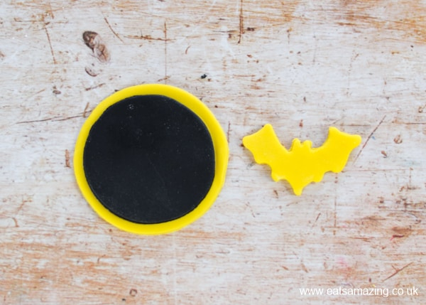 Easy Batman cupcakes recipe - how to make the fondant icing toppers