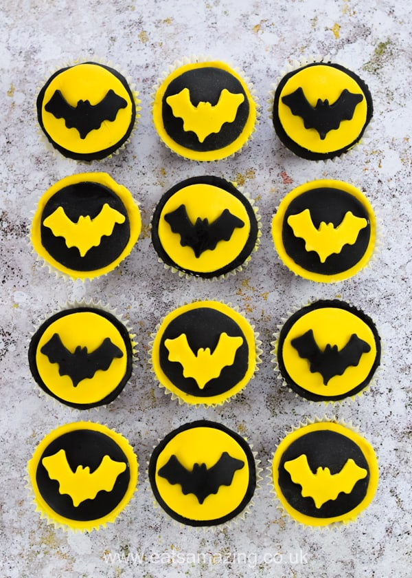 Super easy Batman cupcakes recipe and tutorial for an epic superhero party for kids