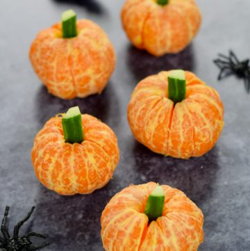 Easy clemetine pumpkins recipe - fun and healthy Halloween recipe for kids