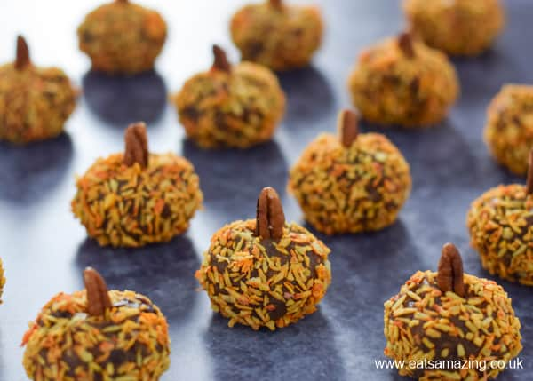 Fun pumpkin spice energy bites for kids - this healthy snack recipe is full of yummy autumn flavours