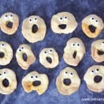 How to make apple ghosts - fun and easy Halloween treat for kids that is perfect for Halloween party food