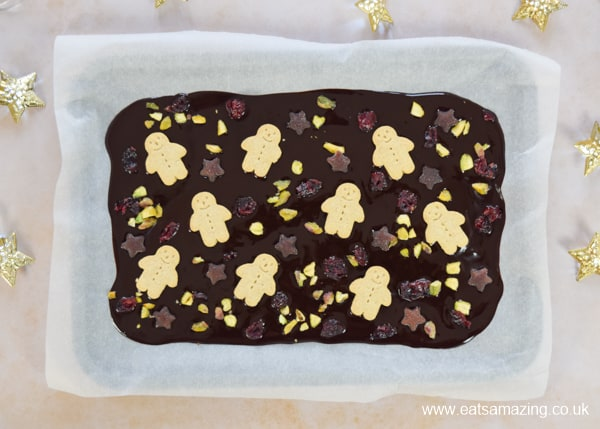 Quick and easy Christmas chocolate bark with homemade coconut oil chocolate - a healthy Christmas treat kids can make
