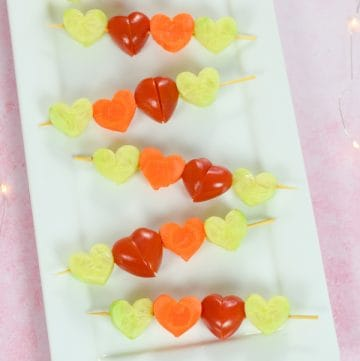 How to make cute and easy heart vegetable skewers for kids - fun and healthy Valentines food idea