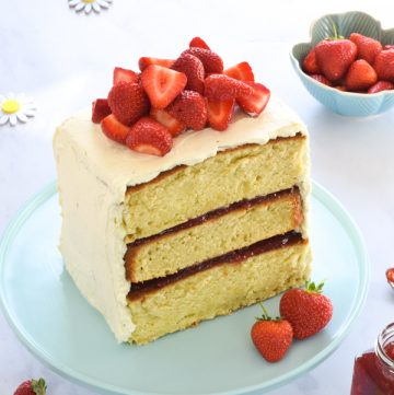 Gorgeous Strawberry Layer Cake Recipe made with the Tefal Cake Factory - easy recipe that is sure to impress