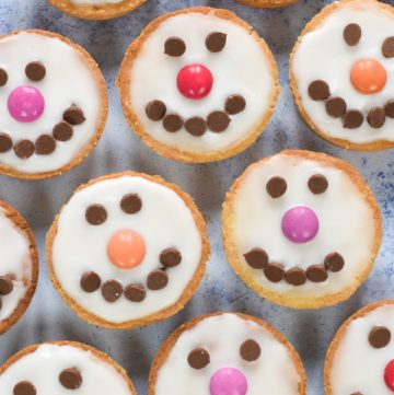These cute and easy snowman cookies make perfect Christmas gifts and treats to bake with kids