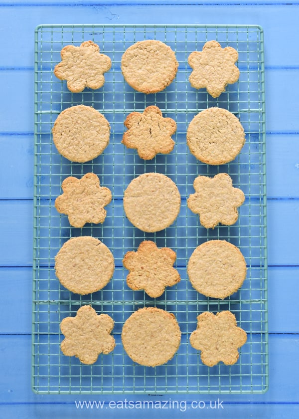 How to make easy cheesy oatcakes - easy recipe for kids with step by step photos
